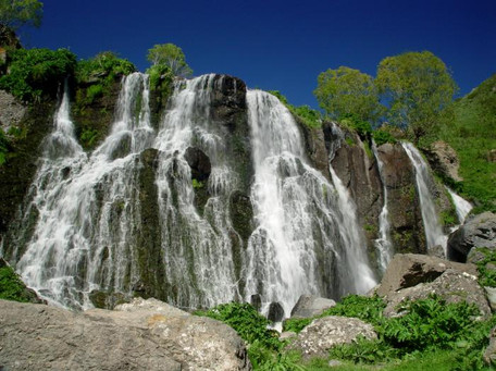 Armenia Shaki Waterfall_20090430191036.j