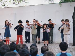 """Os MiniViolinos na """"Escolinha"""", no Restelo, em 2002."""