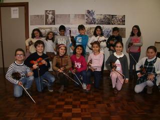 Muitos Mini Violinistas