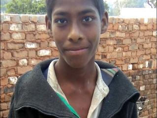Naveen* (14) vil lære å lese