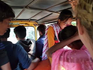 9 folk i en rickshaw
