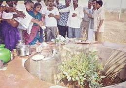 Abhishek to Shivlinga by Vidyadharatheertha Guruji and Devotees