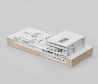 Schnittmodell für Studentenprojekt, Modell 1:200, Modell Materialien: Polystyrol, Holz