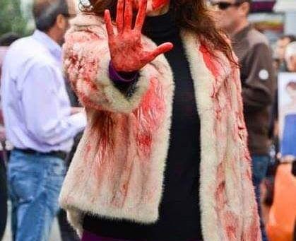 Η γούνα στάζει αίμα!