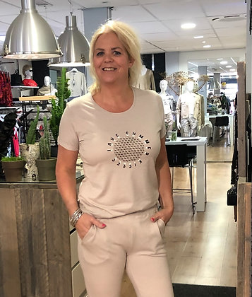 T-Shirt Elvira Sand PrintZwart