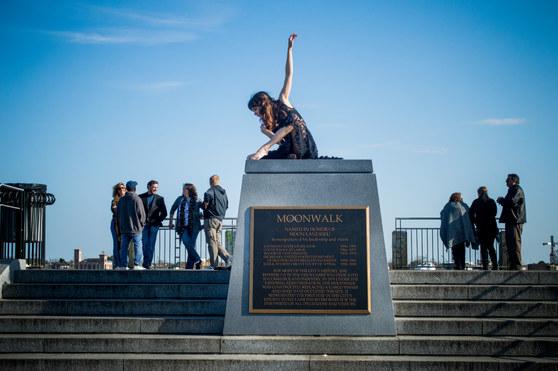 Monica l Moonwalk