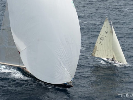 Great picture from J-Class Shamrock and the D&D 43 KiS during Cannes Regates Royales. Photo by JRT.