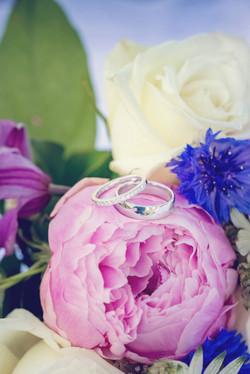 Brudbukett med ringar