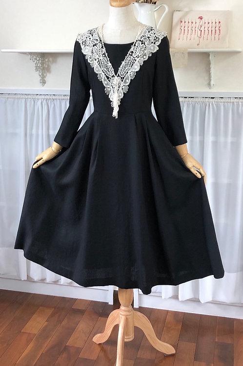 黒のリネンワンピース『タックsk・リボン・裾幅たっぷり・シック&エレガント』リトルブラックドレスⅣ