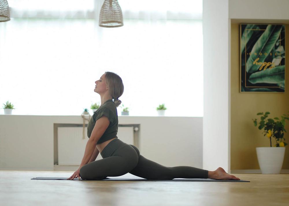 Pia. Allgäuerin & Yoga-Lehrerin