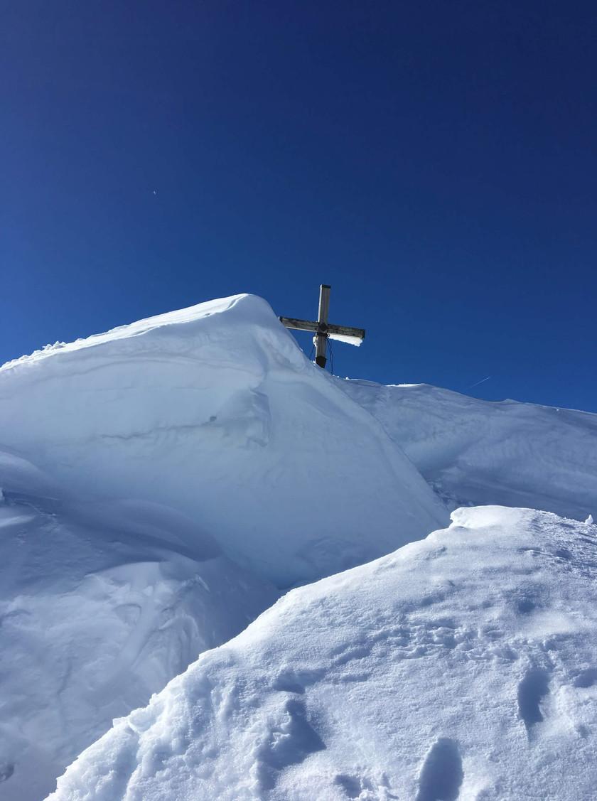 Gipfelkreuz vom Schochen in Sicht!