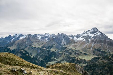 Der Allgäuer Hauptkamm – ganz rechts der imposante 2599m hohe Biberkopf.