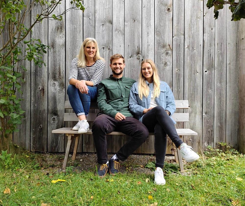 Zensi mit ihrem Freund Gregor und ihrer Mama