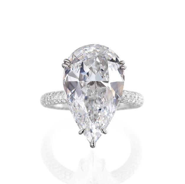 Pear Cut + Shoulder Diamonds
