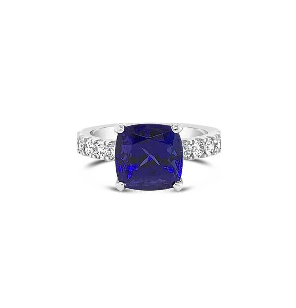 Tanzanite + Shoulder Diamonds
