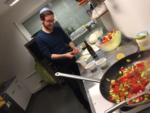 Gemeinsames Kochen vor dem Shiur