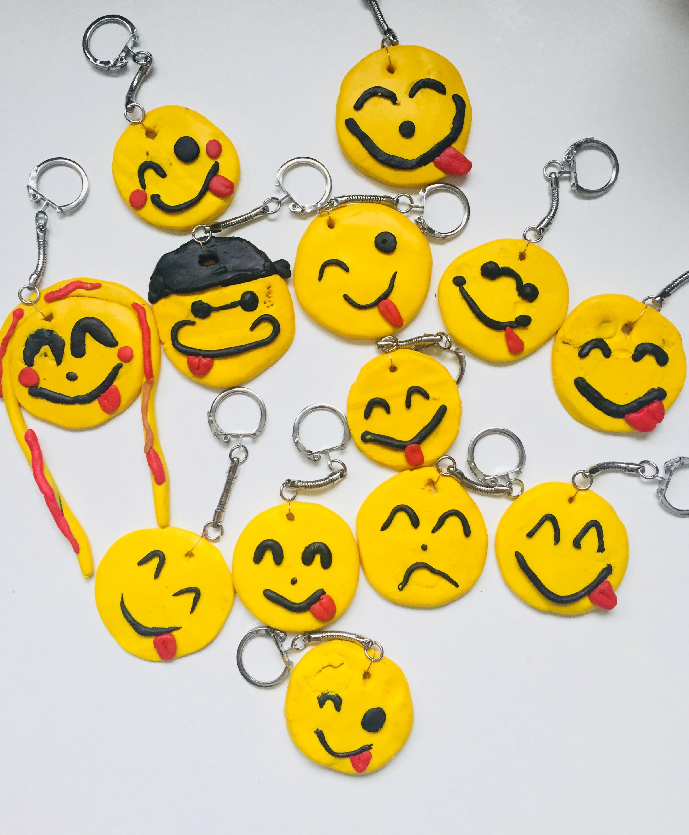 Porte clés pâte fimo emojis