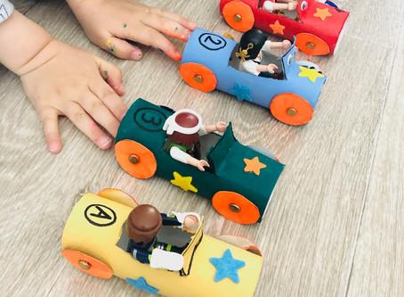 Activité pour les kids: mini voitures avec des rouleaux de papier toilette - DIY upcycling!
