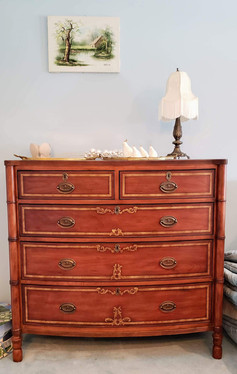 Fine Quality Chest of Drawers