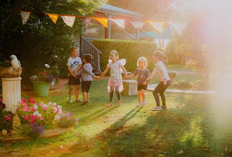 Chiselhurst_Kindergarten_Children_Holdin