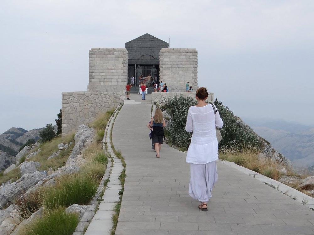 461 scale che portano al Mausoleo di Njegos