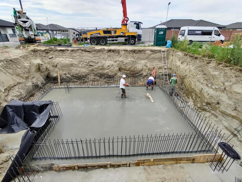 betonáž základovej dosky 1PP základy sta