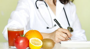 Nutricionista_preparando_dieta-750x410.j