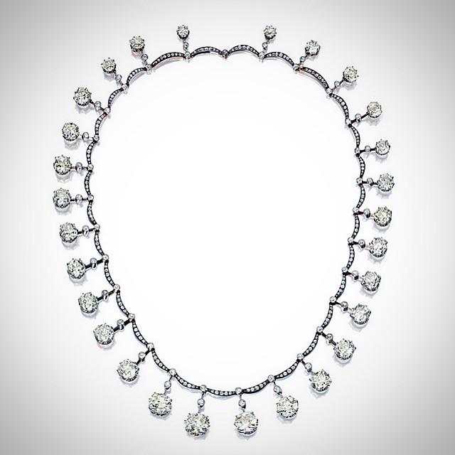 Le Collier Harcourt et les Diamants de la Couronne