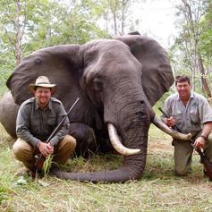 hunting-safaris-africa-elephant-safari-n