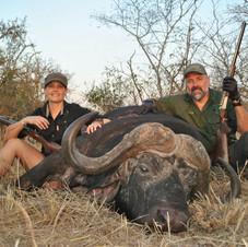 cape-buffalo-hunting-africa-safari-njema