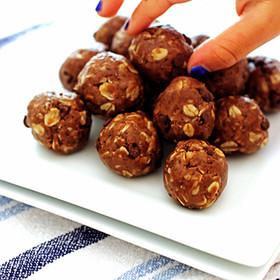Recipe: No-Bake Energy Bites & Blueberry Smoothie
