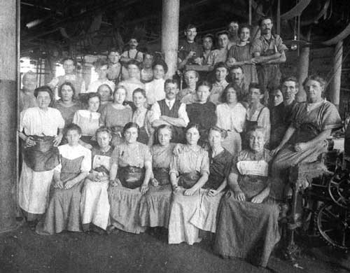 1843 Female textile workers in Lowell, Massachusetts form the Lowell Female Labor Reform Association (LFLRA). Led by organizer Sarah Bagley, they testify before the Massachusetts legislature about workplace risks to health and safety, and petition for a 10-hour work day.  Source: SEIU-UHW