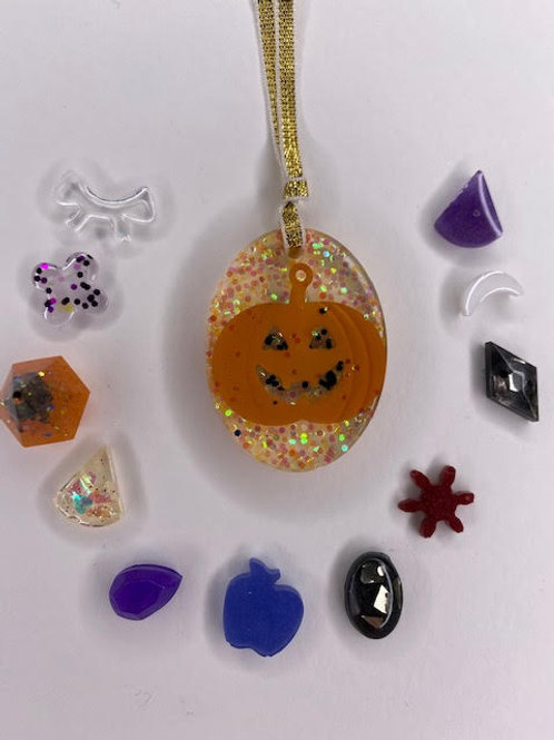 Resin Pendant: Halloween Kid's Pack-Oval Jack-O'-Lantern+Charms (12pcs)