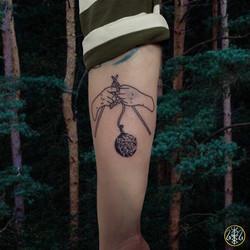 knitting hands design tattoo handpoked your place to space axel handfolk alexandra godwin machine fr