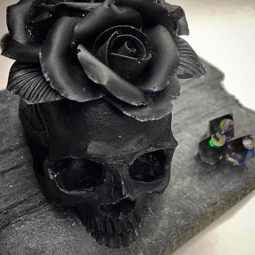 Resin Altar Skull: Matte Obsidian Roses-For-Brains