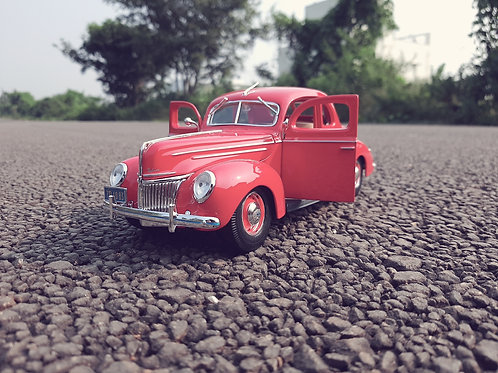 Maisto Deluxe Coupe 1:18 scale