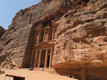 Die Felsenstadt in Petra - Jordaniens Schatzkammer