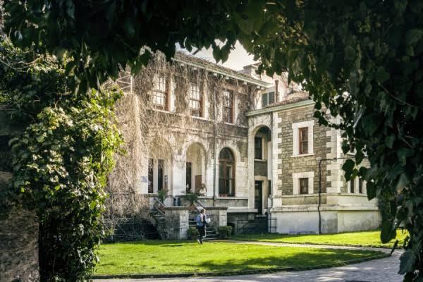 Anderson Hall Entrance