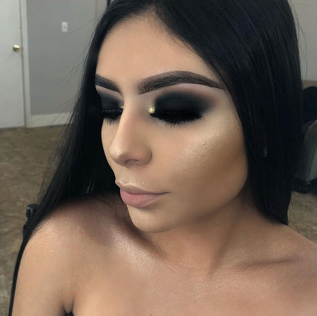 Black smokey eye with a touch of gold using _morphebrushes  35O palette and _toofaced  chocolate gold - lashes _clarybeautycosmetics  in sty