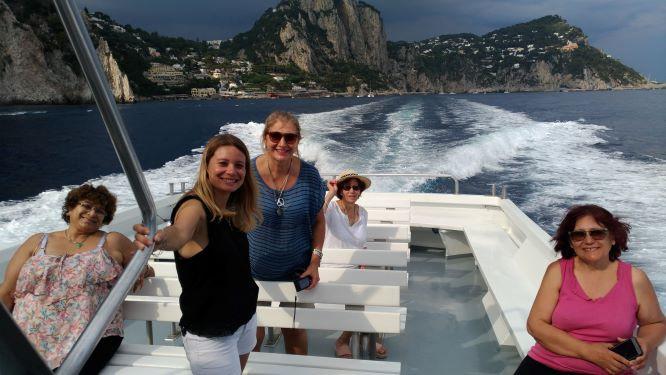 Capri.it es el link que te ayudará a llegar en Ferry a la isla