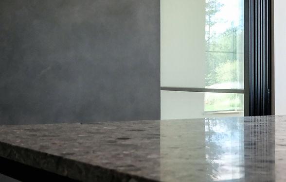 Spécialiste artisan poseur - pose et l'application de finis décoratifs, peinture à la chaux, enduits à la chaux, stucs vénitiens, ciments décoratifs, bétons. Cantons de l'Est, Bromont, Granby, Sherbrooke, Montréal, Longueuil,Estrie, Québec