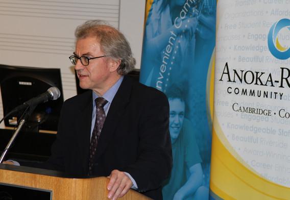 Osmo Vänska speaks at the opening ceremony