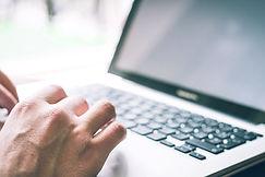 Tippen am Laptop