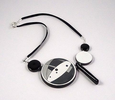 bijou collier design urbain noir blanc graphique rond en céramique