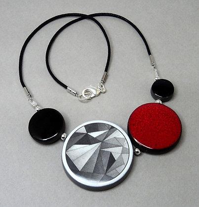 gros collier rouge graphique et original pour femme en céramique