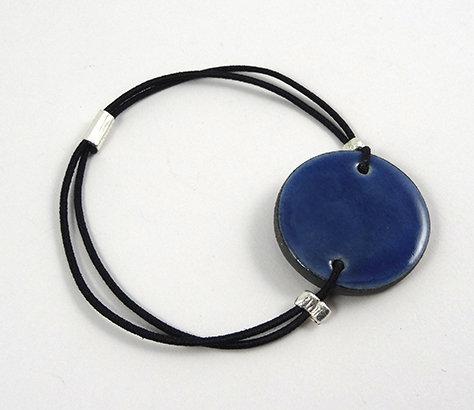 bracelet rond à élastique bleu foncé en céramique