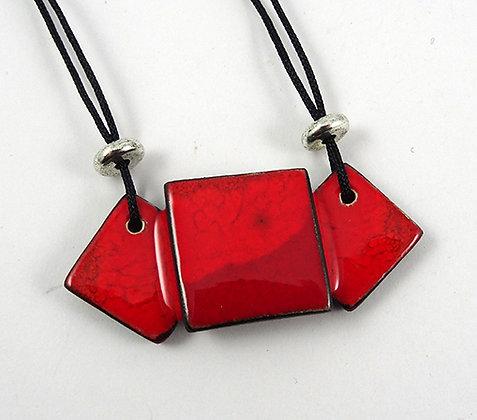 Collier plastron en céramique rouge pour femme noeud papillon