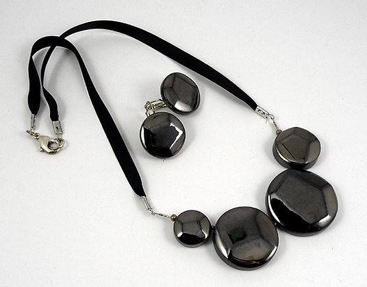 Parure chic collier boucles noir facettes argenté reflets en céramique