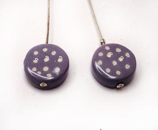 boucles violet à pois rondes en céramique de créateur