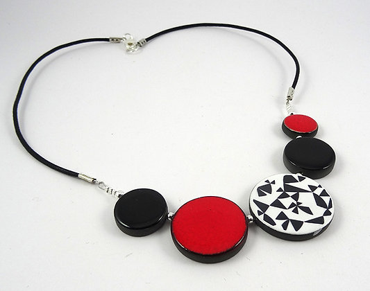 collier pour femme rond rouge motifs géométriques bijou céramique créateur